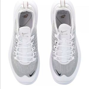 Nike air max Axis sequent size7m = 8.5 women